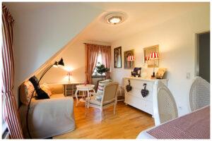 Wohnraum im Apartment von Wohnen auf Zeit Wiesbaden